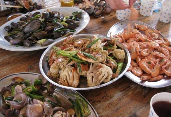 中午朋友要赶飞机,在三亚海鲜春园排档又简单吃了一餐,这么一晚
